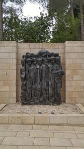 16-statue