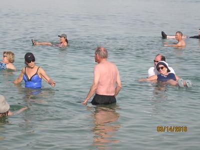 dead sea floaters3