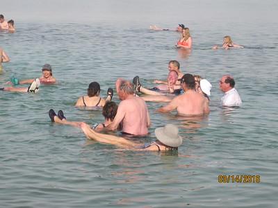 dead sea floaters4