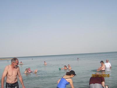 dead sea floaters2