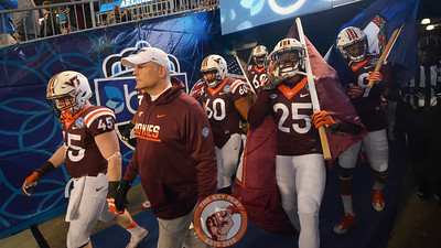 Virginia Tech head coach Justin Fuente leads his team out of the tunnel. (Michael Shroyer/ TheKeyPlay.com)