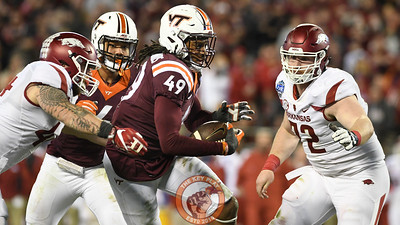 Virginia Tech linebacker Tremaine Edmunds (49) returns the ball following his 3rd quarter interception. (Michael Shroyer/ TheKeyPlay.com)
