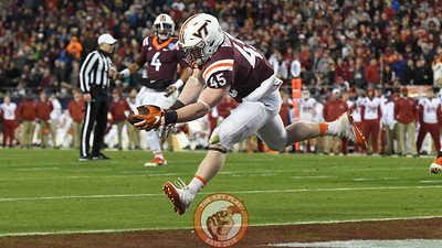 Virginia Tech full back Sam Rogers (45) hauls in a one handed touchdown catch. (Michael Shroyer/ TheKeyPlay.com)