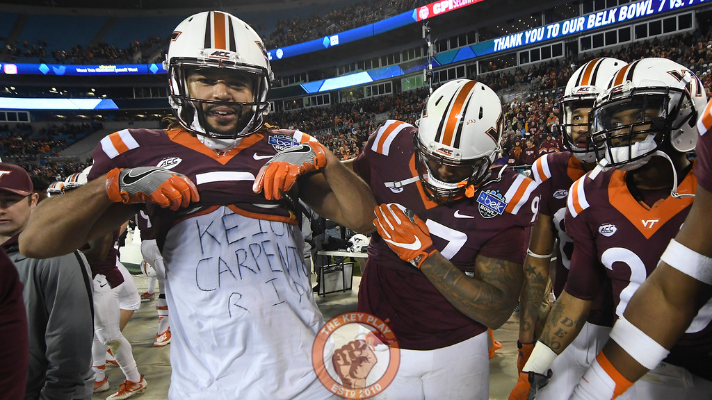 Virginia Tech tight end Bucky Hodges (7) shows his support for recently passed former Hokie cornerback Keion Carpenter. (Michael Shroyer/ TheKeyPlay.com)