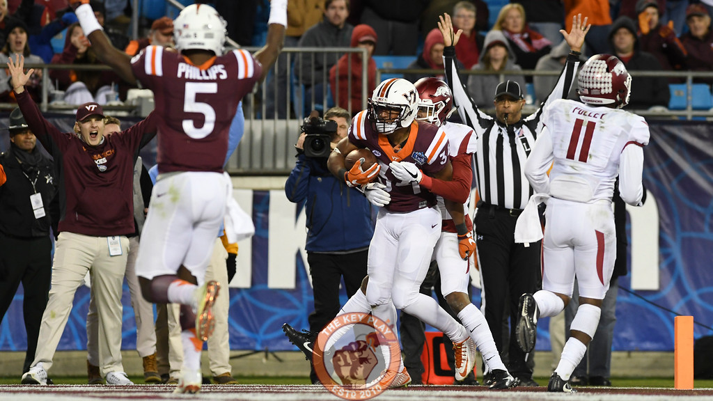 Virginia Tech running back Travon McMillian (34) scores a touchdown to give the Hokies a 28-21 lead early in the fourth quarter. (Michael Shroyer/ TheKeyPlay.com)