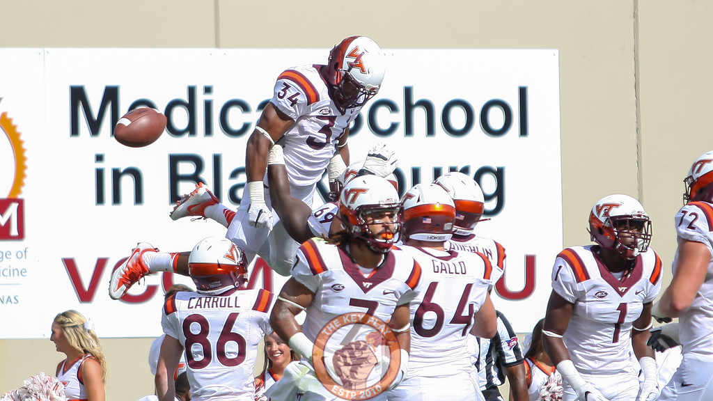 RB Travon McMillian (34) is hoisted into the air by his offensive line after the touchdown. (Mark Umansky/TheKeyPlay.com)