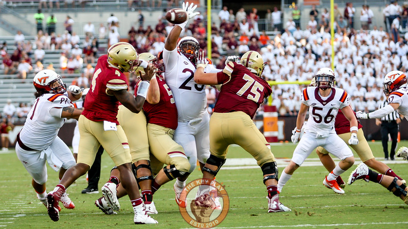 DT Tim Settle (25) tries to swat down a pass late in the game. (Mark Umansky/TheKeyPlay.com)