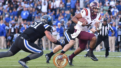 Virginia Tech quarterback Jerod Evans (4) tucks the ball and scores a touchdown. (Michael Shroyer/TheKeyPlay.com)