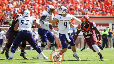 DE Trevon Hill (94) runs right at ECU quarterback Phillip Nelson (9). (Mark Umansky/TheKeyPlay.com)