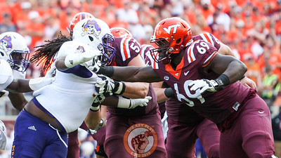 OL Yosuah Nijman (69) holds off the ECU pass rush in the second quarter. (Mark Umansky/TheKeyPlay.com)