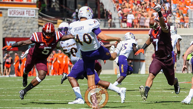 Bucky Hodges (7) almost blocks an ECU punt in the first quarter. (Mark Umansky/TheKeyPlay.com)
