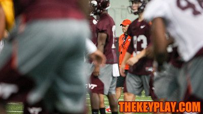 Head coach Justin Fuente looks on as the team warms up. (Mark Umansky/TheKeyPlay.com)