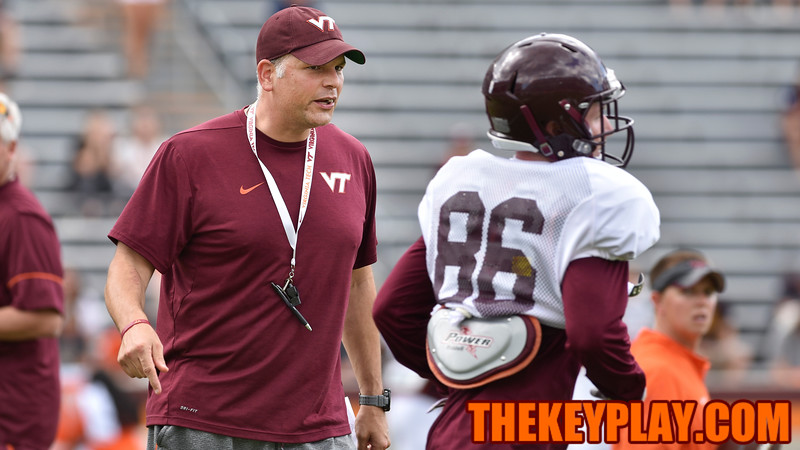 Head coach Justin Fuente instructs wide receiver C.J. Carroll (86) and has the offense run the play again. (Michael Shroyer/ TheKeyPlay.com)