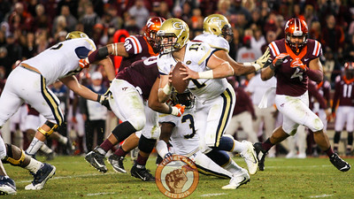 Georgia Tech QB Matthew Jordan (11) keeps the ball on another run in the third quarter. (Mark Umansky/TheKeyPlay.com)