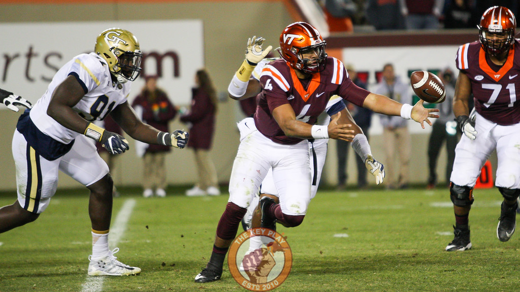 Virginia Tech QB Jerod Evans (4) tries to grab the football after fumbling it in the 4th quarter. (Mark Umansky/TheKeyPlay.com)