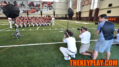Photographers line up to photograph the offensive lineman. (Michael Shroyer/ TheKeyPlay.com)
