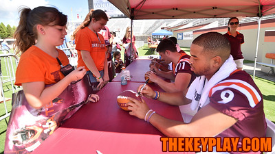 Quarterback Brenden Motley signs an autograph for a young fan. (Michael Shroyer/ TheKeyPlay.com)