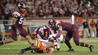 Mook Reynolds (6) and Chuck Clark (19) combine for a tackle. (Mark Umansky/TheKeyPlay.com)