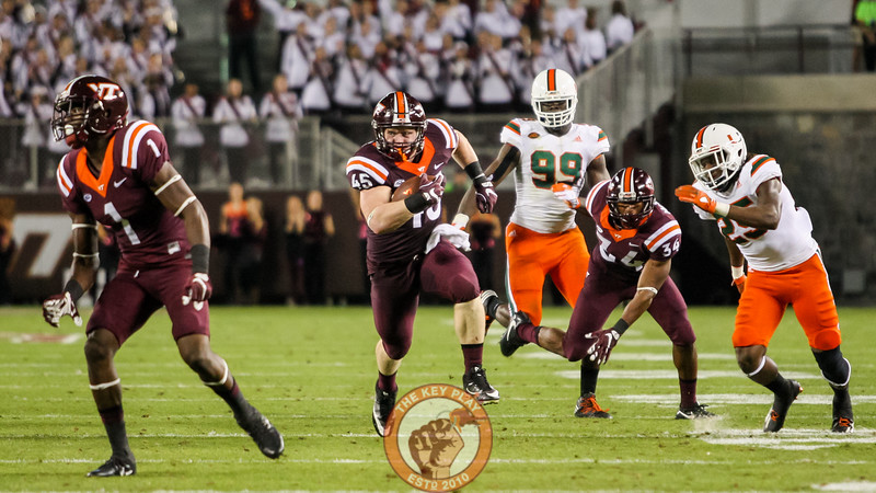 FB Sam Rogers (45) breaks a long run with the ball after a quick pass. (Mark Umansky/TheKeyPlay.com)