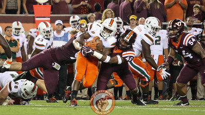 LB Tremaine Edmunds (49) makes another tackle early in the game. (Mark Umansky/TheKeyPlay.com)