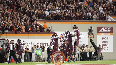 The Hokies celebrate after the interception. (Mark Umansky/TheKeyPlay.com)