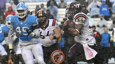 Virginia Tech running back Travon McMillian (34) carries the ball in the first half. (Michael Shroyer/ TheKeyPlay.com)