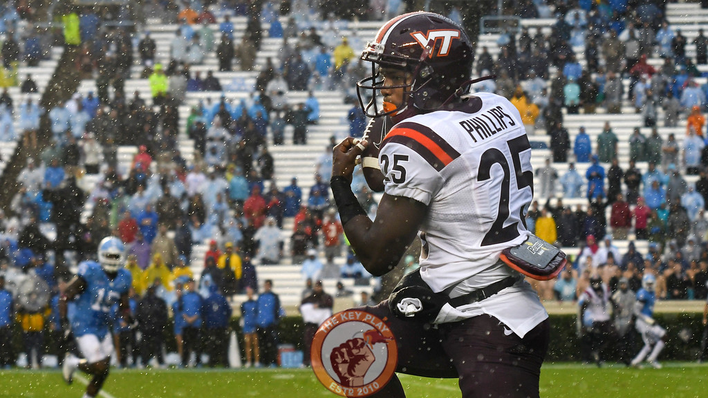 Virginia Tech wide receiver Cam Phillips (25) makes a reception in the first half. (Michael Shroyer/ TheKeyPlay.com)