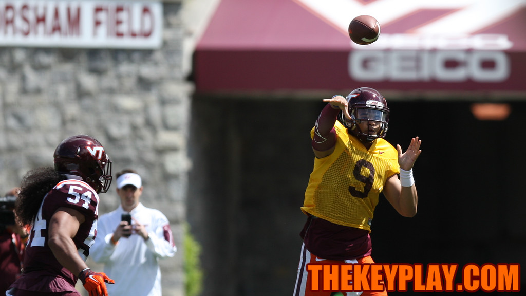 QB Brenden Motley fires off a pass in the first half. (Mark Umansky/TheKeyPlay.com)