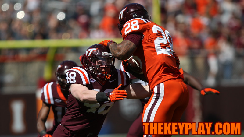 LB Mike McDonald (48) tries to tackle RB Shai McKenzie (28). (Mark Umansky/TheKeyPlay.com)