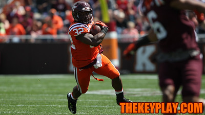 FB Steven Peoples runs hard with the ball towards the sideline. (Mark Umansky/TheKeyPlay.com)