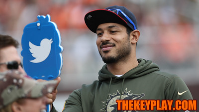 Former Virginia Tech QB Logan Thomas poses for a Twitter Selfie on the sidelines. (Mark Umansky/TheKeyPlay.com)