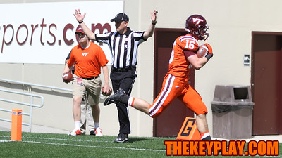 RB Coleman Fox walks into the endzone on an outside run in the 4th quarter. (Mark Umansky/TheKeyPlay.com)