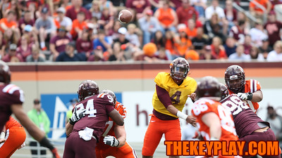 QB Jerod Evans throws a quick pass down the middle. (Mark Umansky/TheKeyPlay.com)
