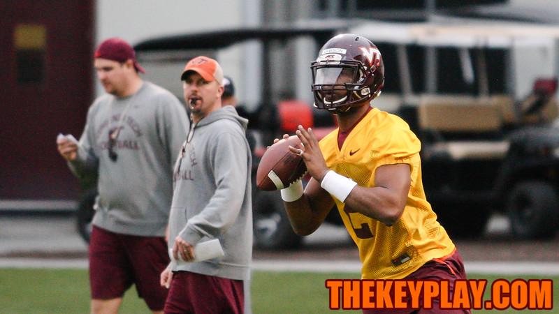 QB Dwayne Lawson looks for an open pass during QB drills. (Mark Umansky/TheKeyPlay.com)