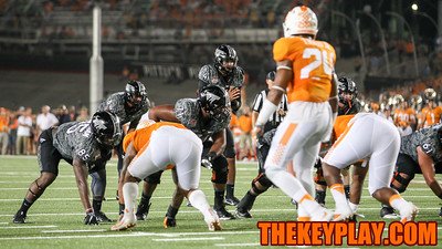 QB Jerod Evans (4) gets ready to recieve the snap in the first quarter. (Mark Umansky/TheKeyPlay.com)