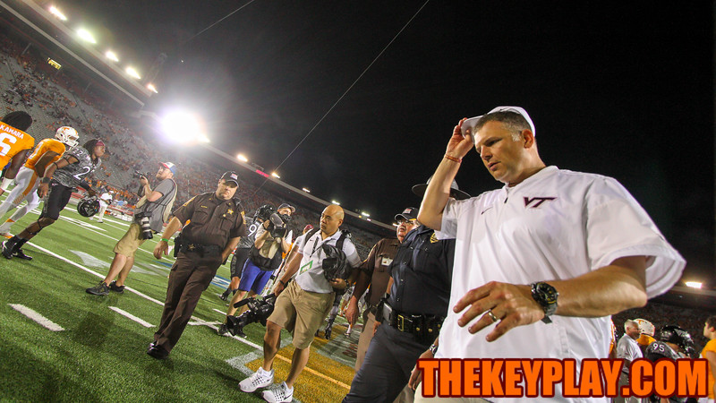 Justin Fuente walks off the field towards the locker rooms after handshakes at midfield. (Mark Umansky/TheKeyPlay.com)
