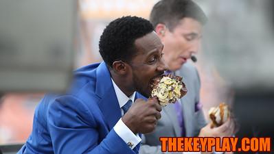 ESPN's Desmond Howard eats a turkey leg during a local food segment on the show. (Mark Umansky/TheKeyPlay.com)