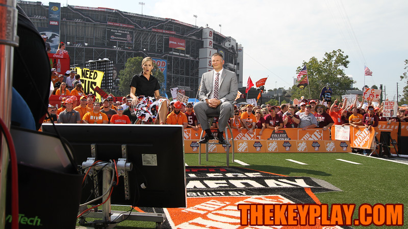 ESPN's Samantha Ponder and Virginia Tech head coach Justin Fuente sit on the set of ESPN's College Gameday. (Mark Umansky/TheKeyPlay.com)