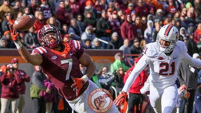 Bucky Hodges lays out in an attempt to grab a one handed touchdown pass. (Mark Umansky/TheKeyPlay.com)
