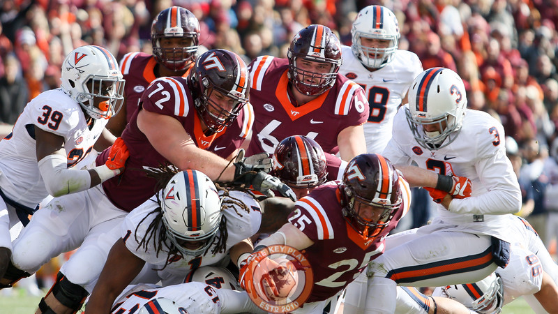 Sam Rogers (25) reaches the ball out to score the first touchdown of the day. (Mark Umansky/TheKeyPlay.com