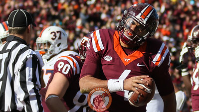 QB Jerod Evans celebrates after rushing for another Virginia Tech touchdown in the second quarter. (Mark Umansky/TheKeyPlay.com)