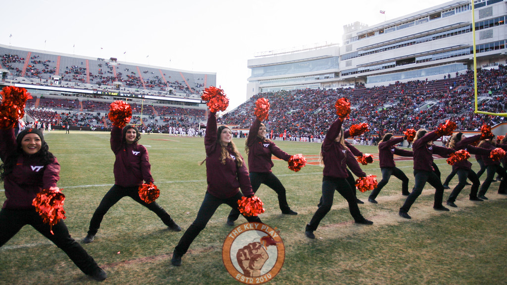 The Virginia Tech High Techs perform for the crowd in the fourth quarter. (Mark Umansky/TheKeyPlay.com)