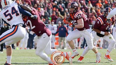 Sam Rogers runs with the ball. (Mark Umansky/TheKeyPlay.com