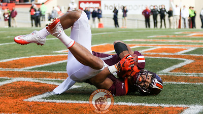 Bucky Hodges falls into the endzone for a touchdown after a wide open reception at the start of the second half. (Mark Umansky/TheKeyPlay.com)