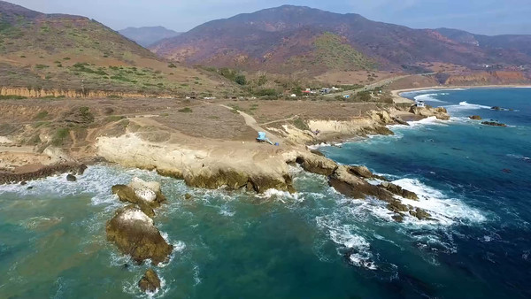 3-Drones above birds at Leo Carillo