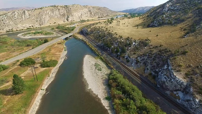 14-Above the Gallatin River, looking around