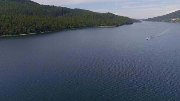 Boats racing around on Swan Lake
