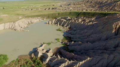 2-Runoff pond-Southern Badlands_01