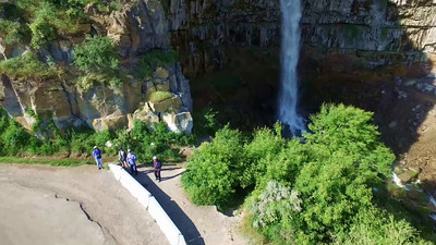 5-Tourists show the size of Perrine Coulee Falls