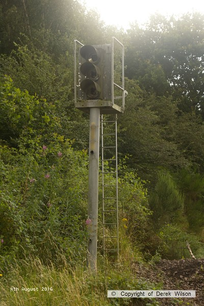 160804-001     Disused three aspect colour light signal which I think was probably Clipstone no 23, sited near the northern end of the former Mansfield Concentration Sidings (The Con)